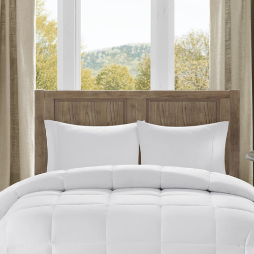 White Hypoallergenic Luxury Down Alternative Comforter (Winfield-White)