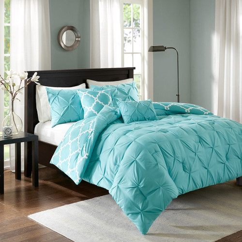 5pc Aqua & White Reversible Fretwork Comforter Set AND Decorative Pillows (Kasey-Aqua)
