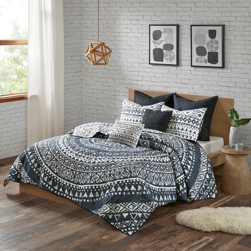 7pc Black & White Geometric Medallion Coverlet Set AND Decorative Pillows (Larisa-Black-cov)