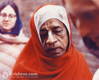 "Srila Prabhupada Photo, Red Chadar, 5""x7"""