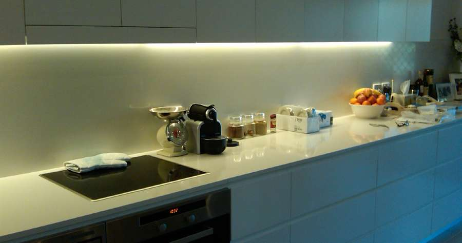 led kitchen cabinet lighting