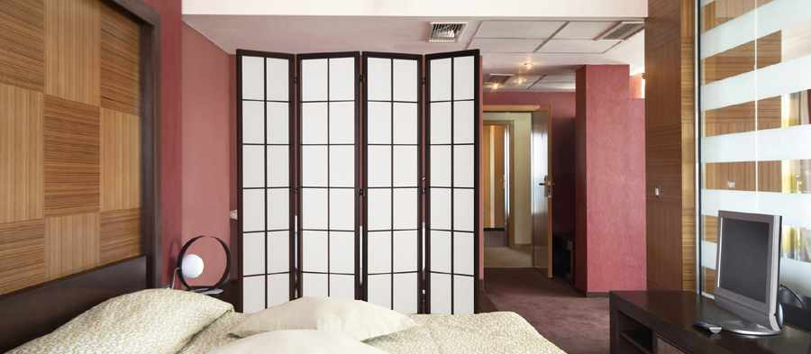 shoji screen in bedroom