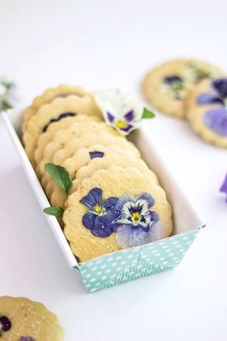 คุกกี้และดอกไม้กินได้