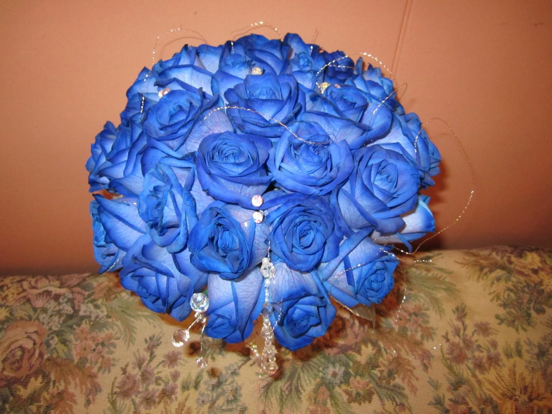 ช่อดอกกุหลาบสีฟ้าหรือน้ำเงิน