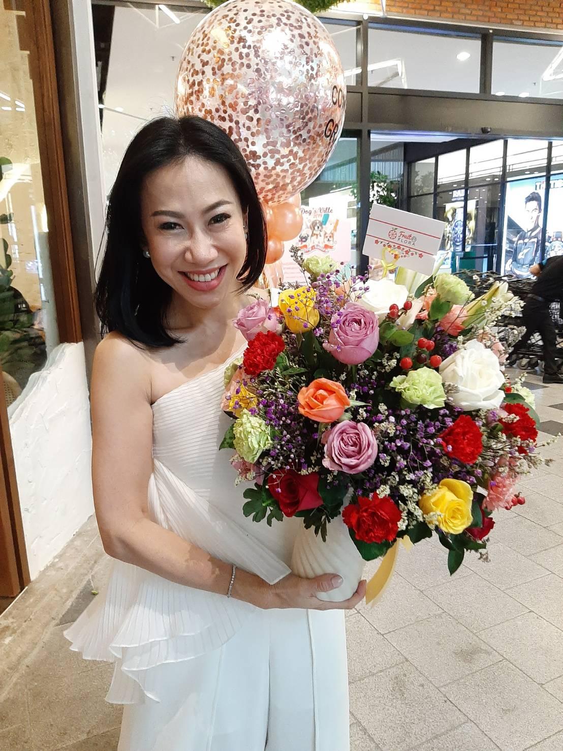 ให้กระเช้าดอกไม้ของเราสร้างความสุขความสบายใจแก่คุณและคนพิเศษของคุณนะคะ