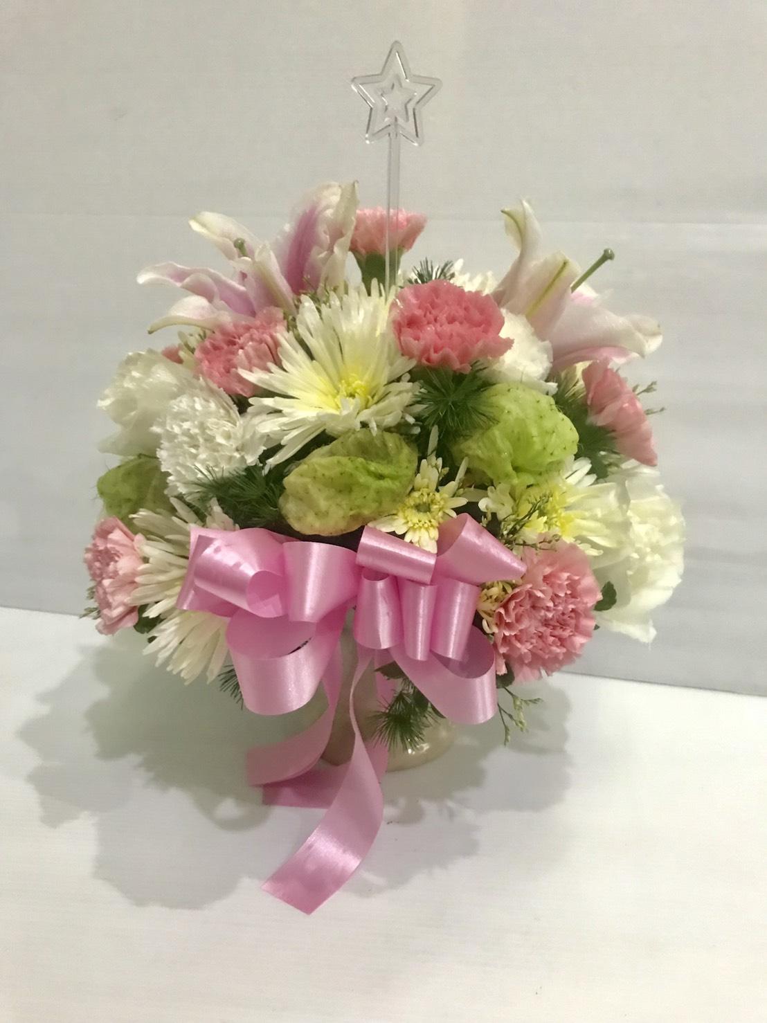 แจกันดอกไม้น่ารัก ๆ เน้นความหวานด้วยโทนสีชมพู เหมาะสำหรับคุณผู้หญิงค่ะ