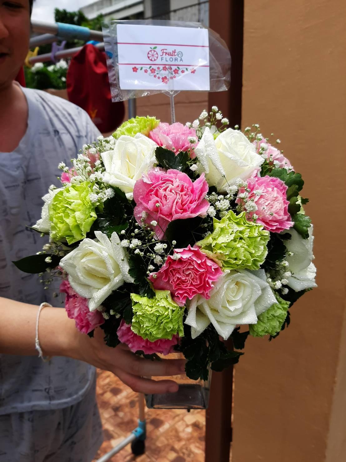 ถึงจะไซส์เล็กพอดีมือ...แต่คุณภาพเต็มเปี่ยมเลยค่ะ สำหรับแจกันดอกไม้จากเรา