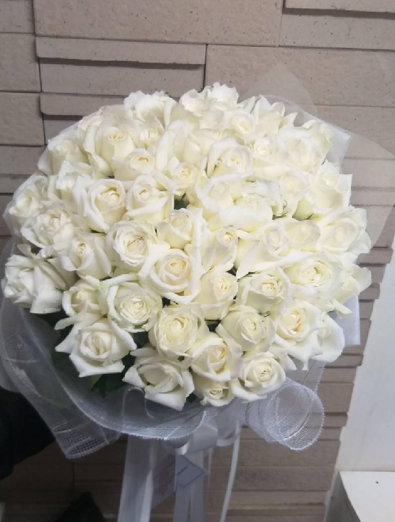 ช่อดอกกุหลาบสีขาวไซส์ใหญ่อัดแน่นด้วยคุณภาพและความปรารถนาดีนะคะ