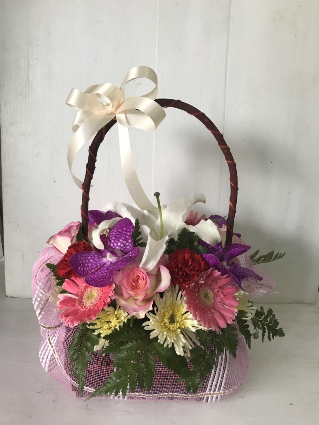 กระเช้าดอกไม้ไซส์เล็กน่ารัก เหมาะสำหรับคนน่ารักทุก ๆ คนเลยนะคะ