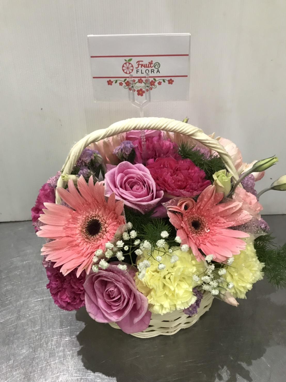 กระเช้าดอกไม้สไตล์น่ารัก ๆ มอบให้ใครก็รับประกันความประทับใจแน่ ๆ ค่ะ
