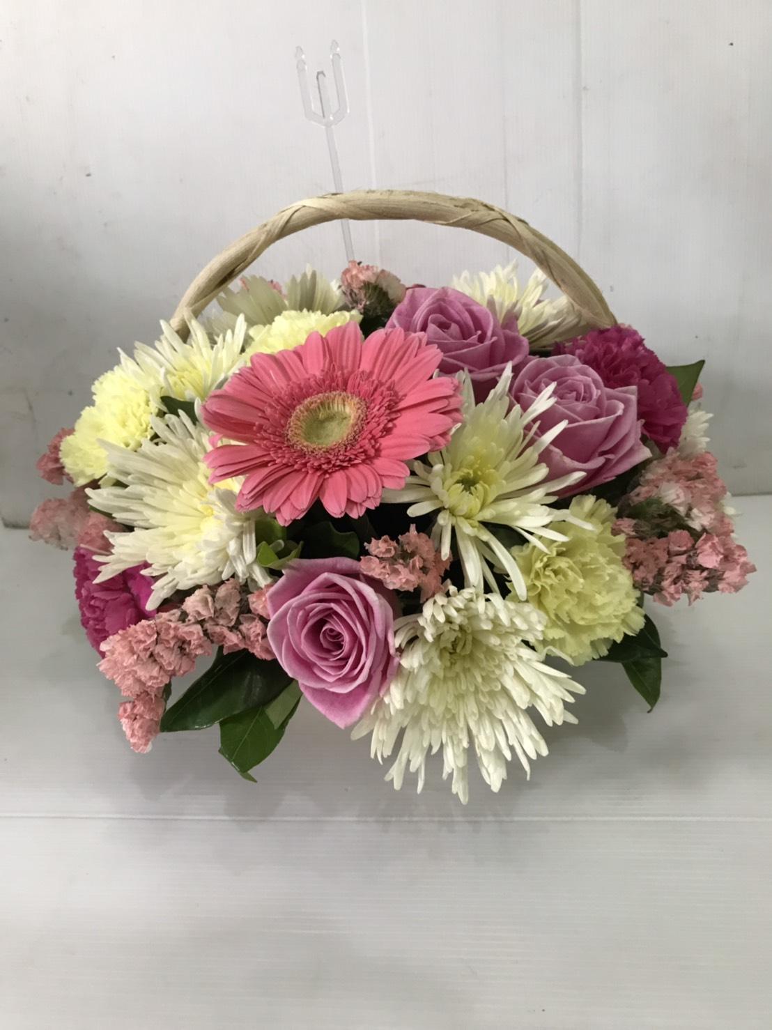 กระเช้าดอกไม้แสนกระจุ๋มกระจิ๋ม แต่ละลานตาด้วยดอกไม้สวย ๆ นะคะ