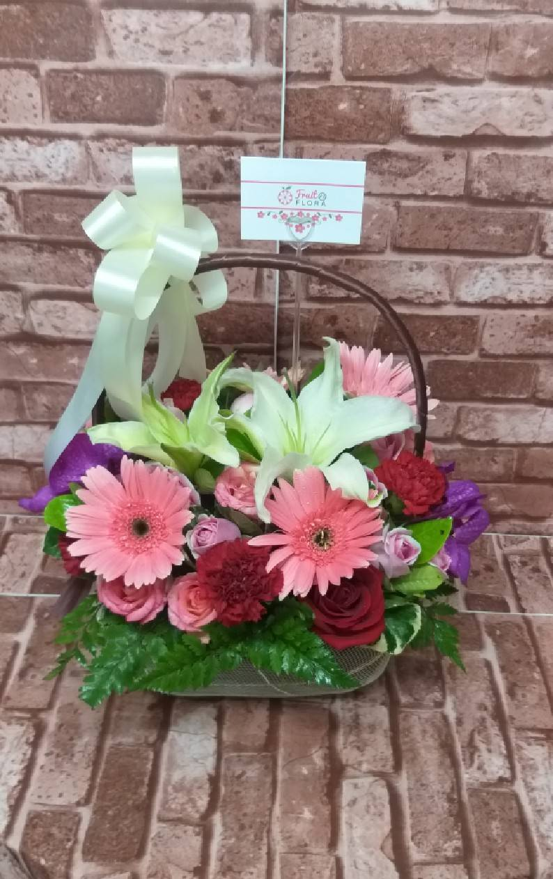 กระเช้าดอกไม้ชิ้นนี้จะเป็นของขวัญสุดพิเศษสำหรับคุณและคนสำคัญค่ะ