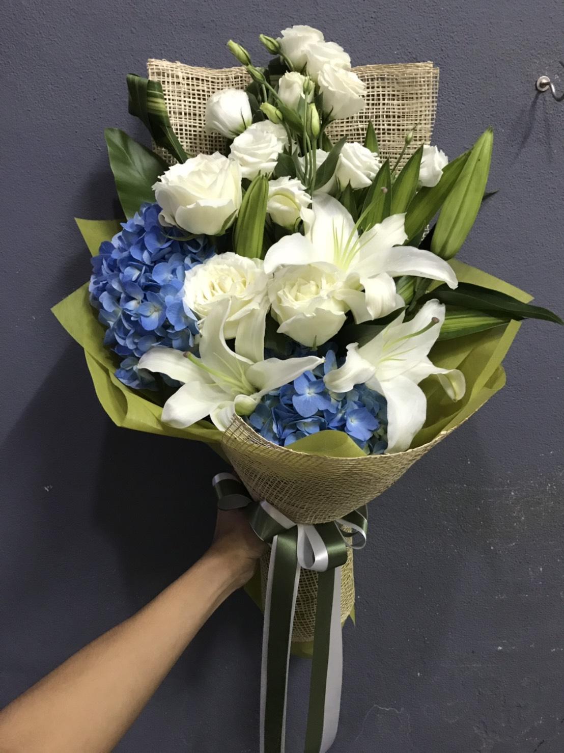 ช่อดอกไม้ชั้นดี เกิดจากการนำดอกไม้หลาย ๆ ชนิดมาผสมผสานกัน