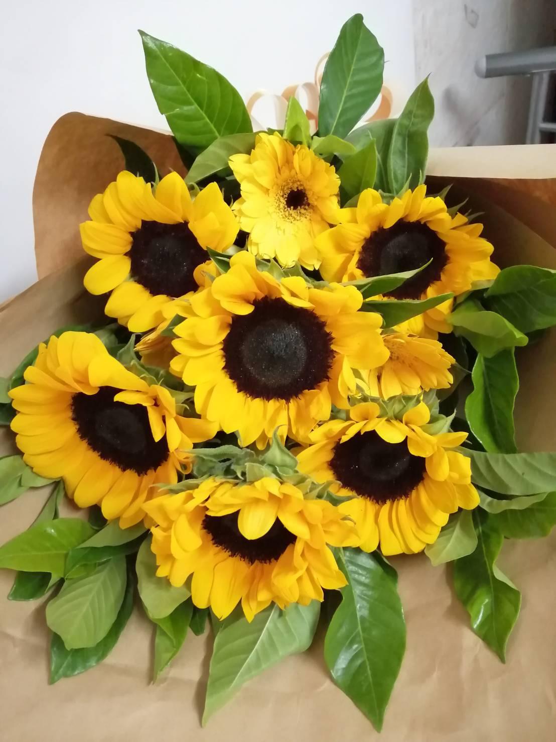 ช่อดอกทานตะวัน ช่อดอกไม้แห่งความหวังและสร้างกำลังใจในชีวิต