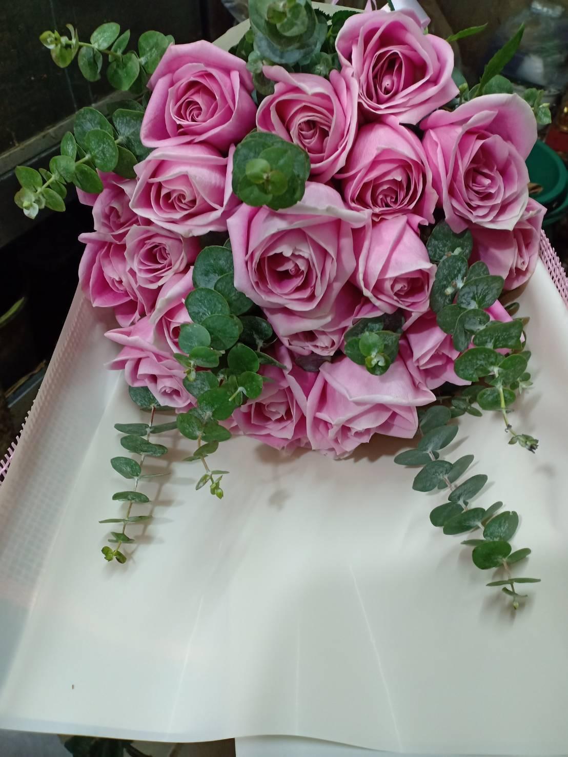 ช่อดอกกุหลาบสีชมพูทรงคลาสสิก 20 ดอก เพิ่มดีกรีความหวานให้กับความรัก