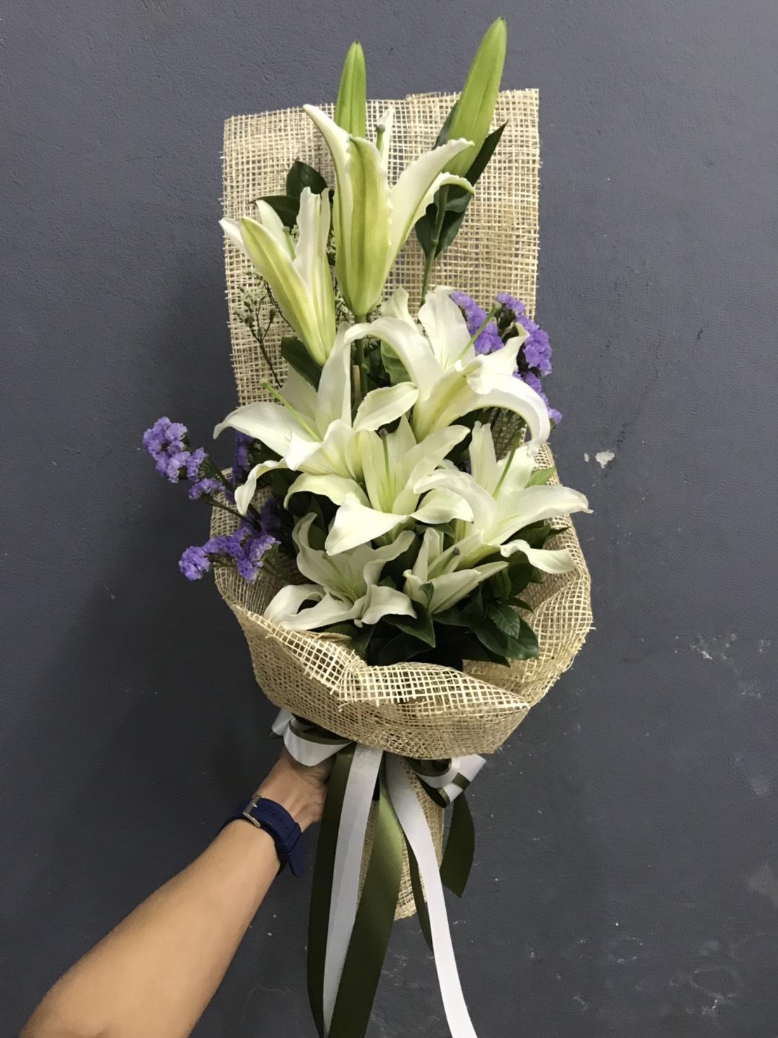 ช่อดอกไม้ห่อด้วยผ้ากระสอบ สวยหวาน ละมุนตา ประทับใจแน่นอน