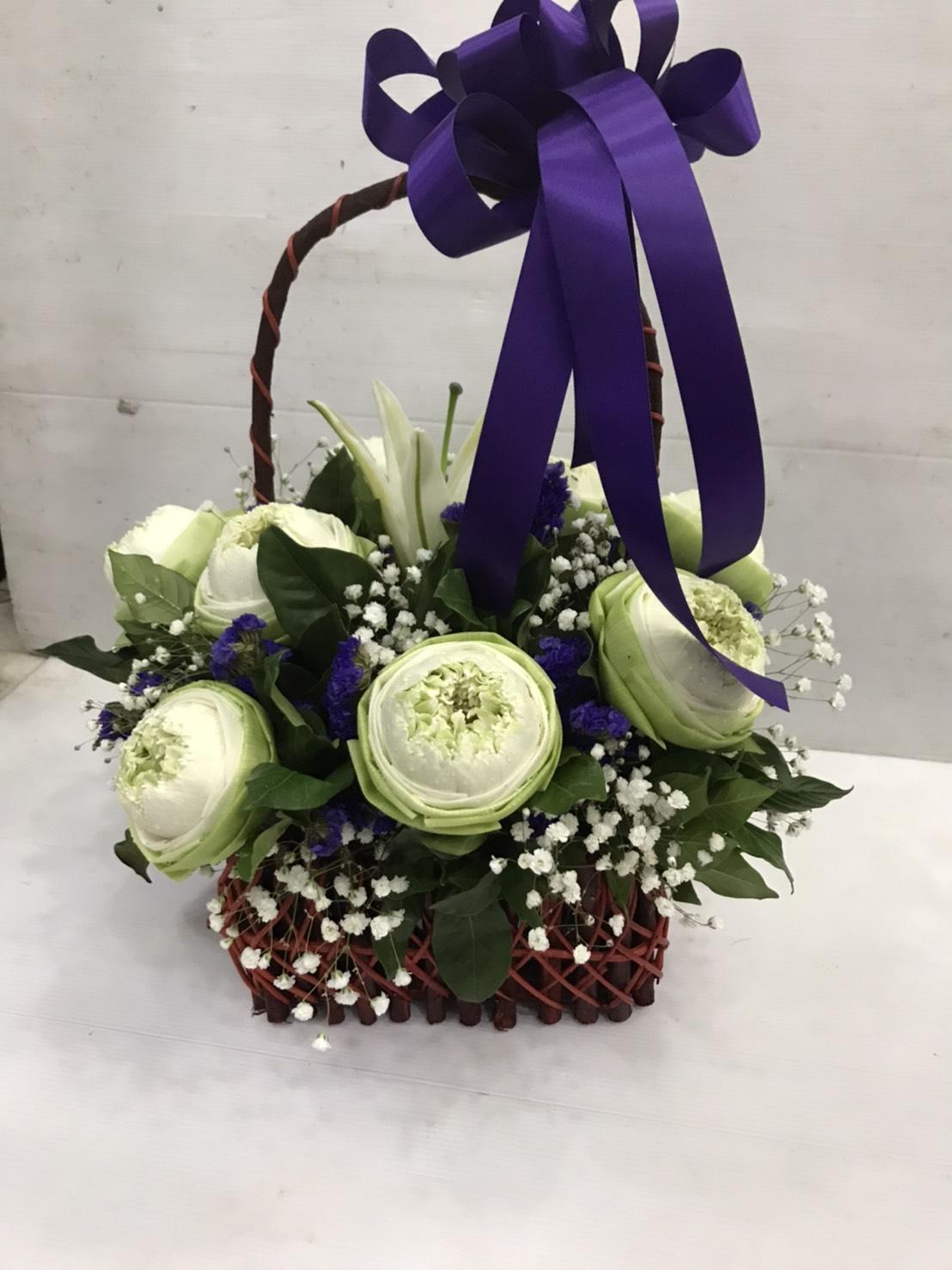 กระเช้าดอกไม้ที่สื่อความหมายได้ดี เหมาะแก่การให้ผู้หลักผู้ใหญ่สุด ๆ