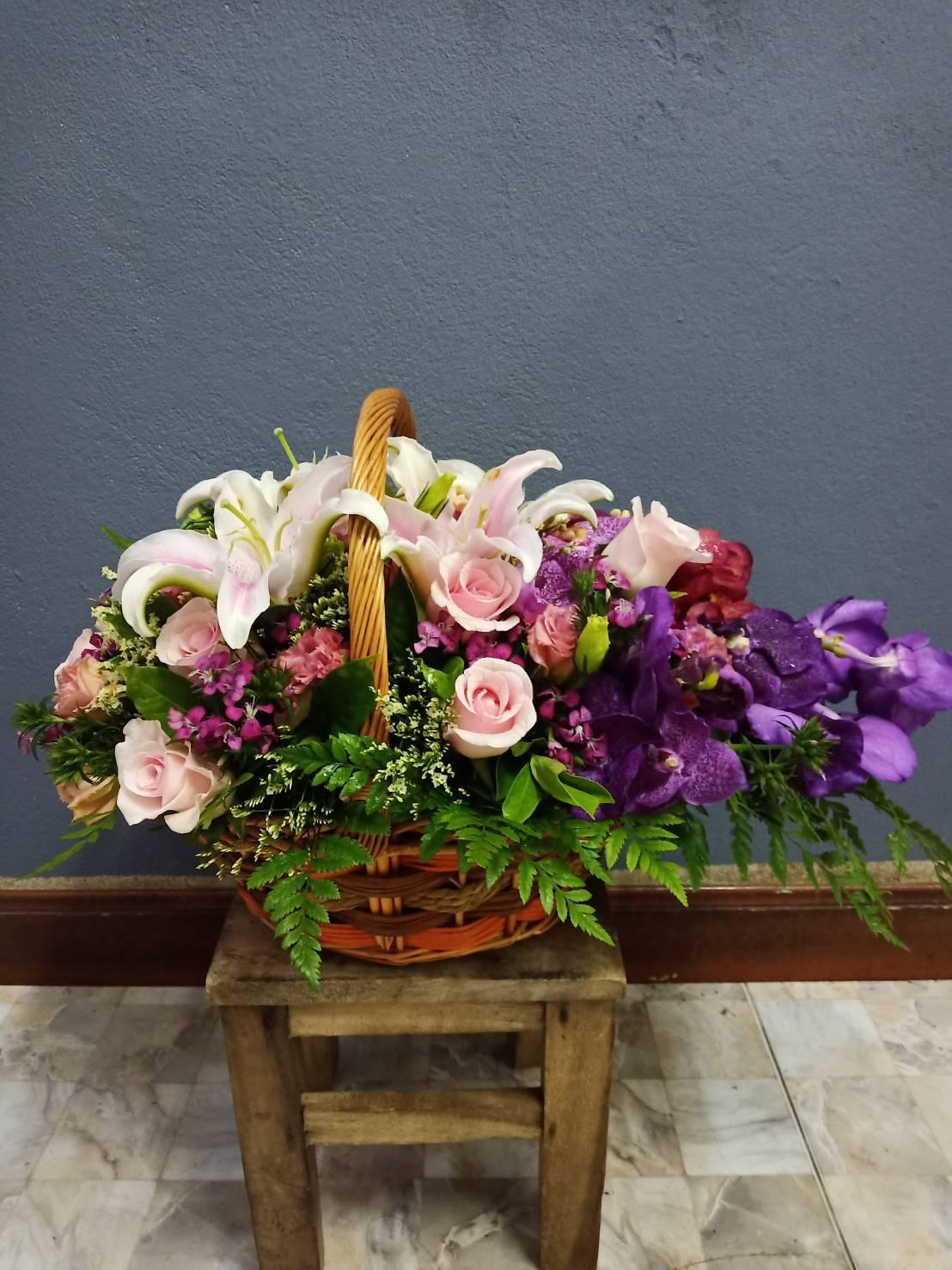 กระเช้าดอกไม้สำหรับมอบให้คนพิเศษของคุณหรือคนที่คุณรัก