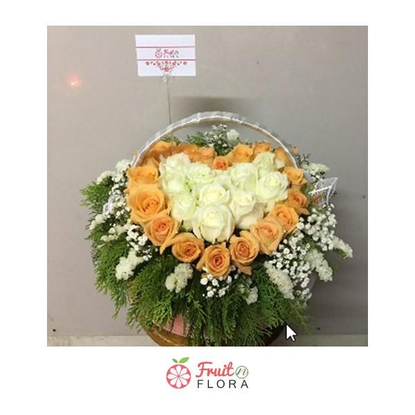 ไม่ว่าจะวันไหนๆ หรือเทศกาลอะไร เราก็สามารถมอบกระเช้าดอกไม้สวย ๆ ใบนี้ได้ทุกเมื่อเลยค่ะ