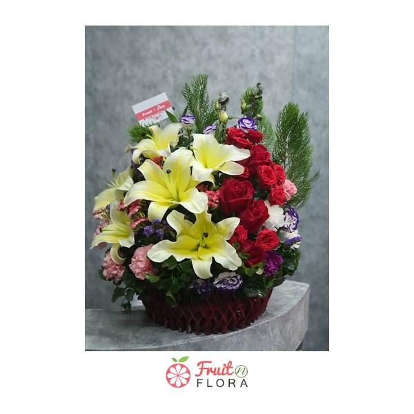 กระเช้าดอกไม้ใบง๊าม...งามใบนี้ ตกแต่งด้วยดอกไม้นานาชนิดอย่างสวยงาม มอบได้ทุกโอกาสสำคัญ