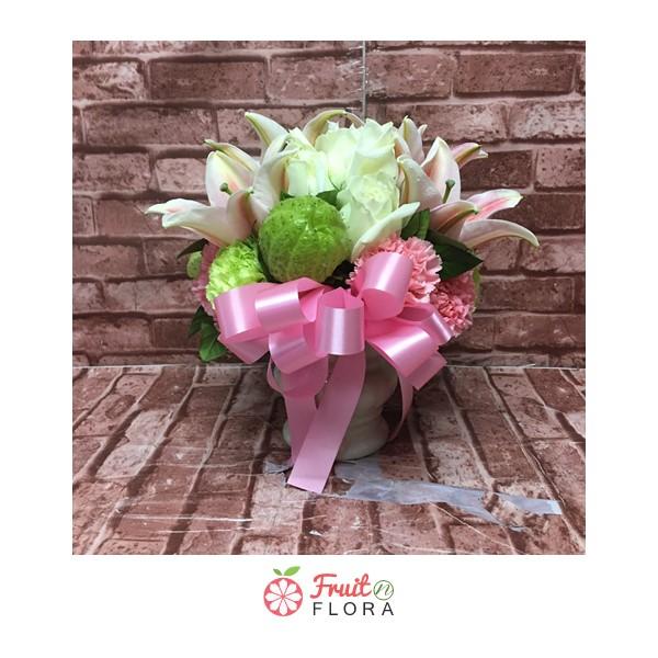 จะวางประดับตกแต่งบ้าน หรือมอบให้ผู้รับในโอกาสสำคัญๆ ล่ะก็...ต้องแจกันดอกไม้สวย ๆ ใบนี้กันค่ะ