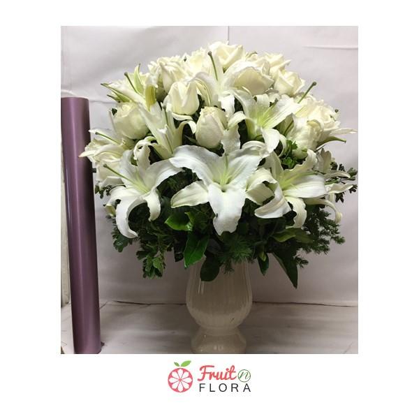แจกันดอกไม้ประดับตกแต่งบ้าน วางไว้บนโต๊ะรับแขกหรือโต๊ะทำงานก็เพิ่มความสดชื่นได้ค่ะ