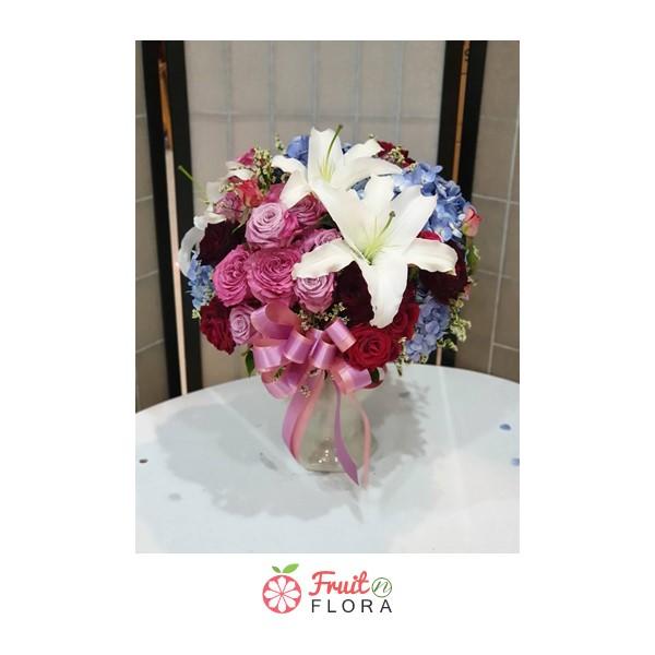 แจกันดอกไม้นานาพันธุ์ นานาชนิด ให้ความสดใส สวยงาม สบายตา