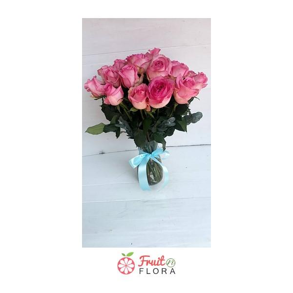 แจกันดอกกุหลาบสีชมพูแสนสวย ให้ความรู้สึกอบอุ่น อ่อนโยน อ่อนหวานเลยทีเดียวค่ะ