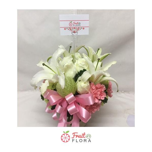 แจกันดอกไม้สวยๆ ตกแต่งด้วยกุหลาบ / ลิลลี่ / คาร์เนชั่น /สวอนแพลนท์ วางไว้มุมไหนของบ้านก็ช่วยเพิ่มความสดชื่นได้อย่างดีเลยค่ะ