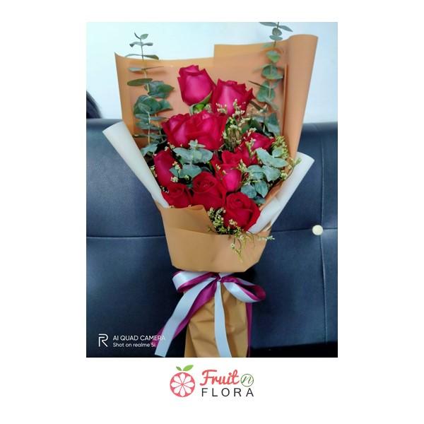 ถึงแม้จะผ่านพ้นวันวาเลนไทน์ก็สามารถมอบช่อดอกกุหลาบแดงสวยๆ ได้ทุกวันนะคะ