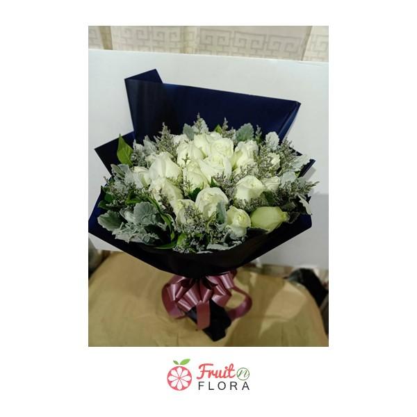 ผ่านพ้นวันวาเลนไทน์ไปแล้วก็อย่าลืมหมั่นเติมความรักให้หวานฉ่ำด้วยช่อดอกกุหลาบขาวช่อนี้กันนะคะ