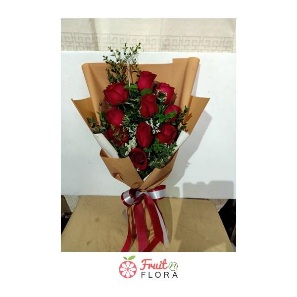 ขึ้้นชื่อว่าเป็นช่อดอกไม้ในเรื่องความรักอันโรแมนติก ต้องยกให้ช่อดอกกุหลาบแดงนี่แหละ มอบให้คนพิเศษของคุณกันนะคะ