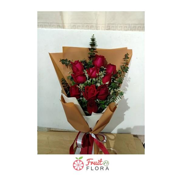 ช่อดอกไม้สวย ๆ ต้องยกให้ช่อดอกกุหลาบแดงในห่อกระดาษสีน้ำตาลล่ะ สั่งมอบให้ถึงที่ ปลอดภัยชัวร์