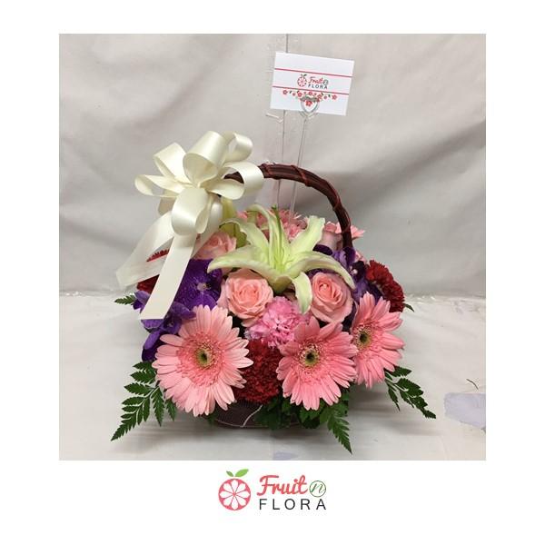 กระเช้าดอกไม้โทนสีชมพู-ม่วง จัดตกแต่งบ้านให้น่าอยู่ก็ได้ หรือจะมอบให้คนที่คุณรักก็ดี