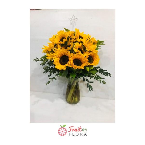 แจกันดอกทานตะวัน แจกันดอกไม้แห่งกำลังใจ เหมาะสำหรับนำมาเยี่ยมผู้ป่วยในโรงพยาบาล หรือนำไปมอบให้แก่คนพิเศษก็ดีค่ะ