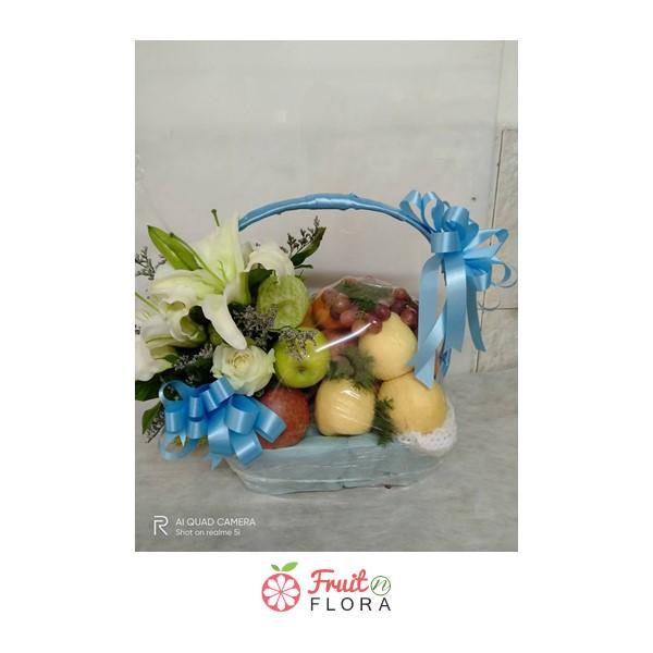 กระเช้าผลไม้ตามฤดูกาล จัดใส่ลงในกระเช้าอย่างสวยงาม อร่อยดี มีประโยชน์