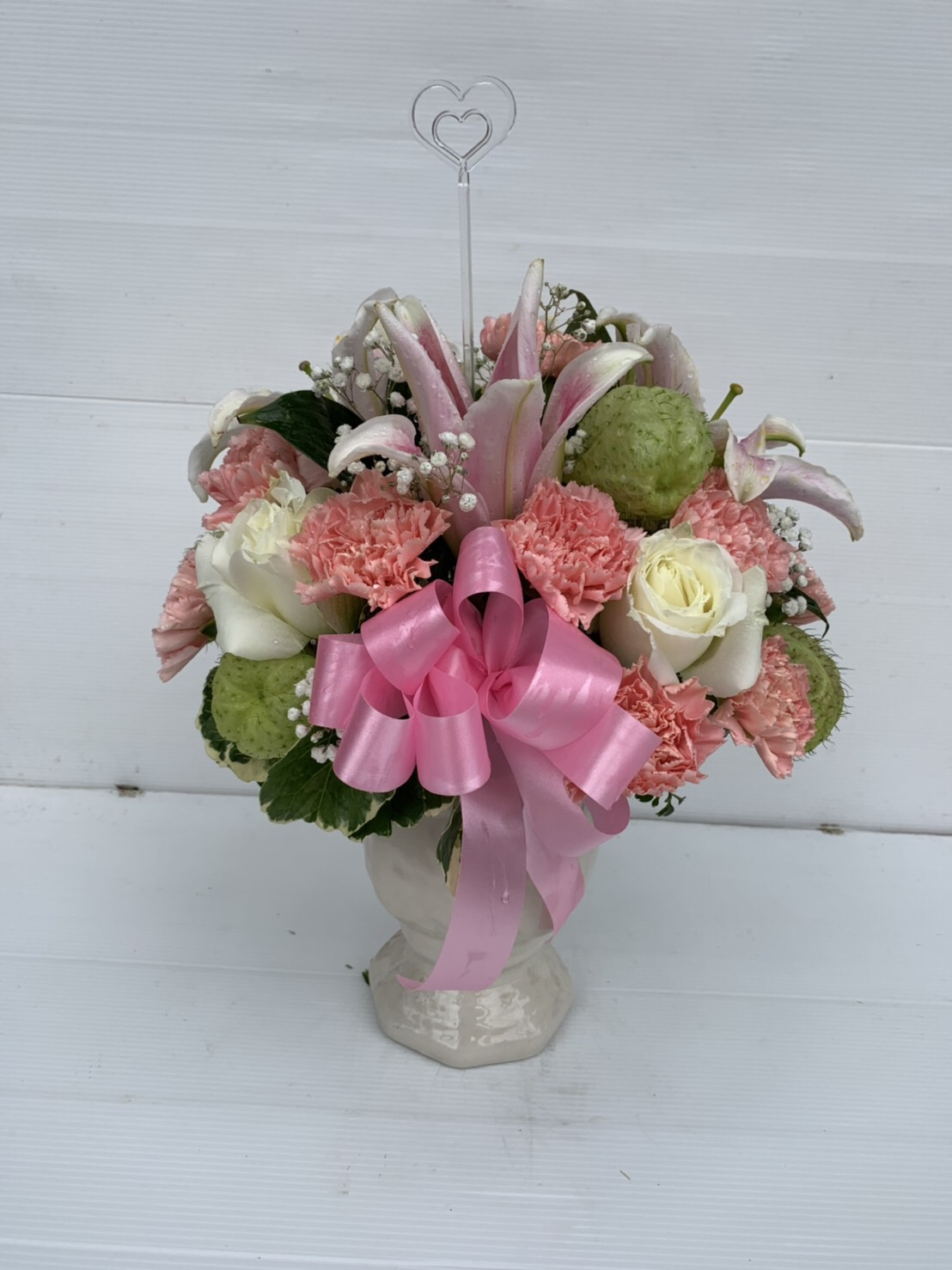 แจกันดอกไม้สดโทนสีหวานๆ เพิ่มเติมบรรยากาศที่สดชื่น