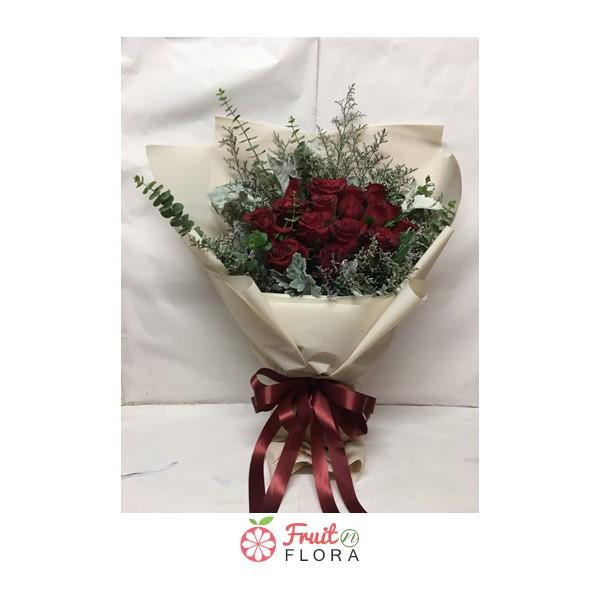 ขึ้นชื่อว่าเป็นดอกไม้ที่สื่อความรักโรแมนติก ต้องยกให้ดอกกุหลาบแดง ส่งให้คนสำคัญในวันที่ห่างไกลสิคะ