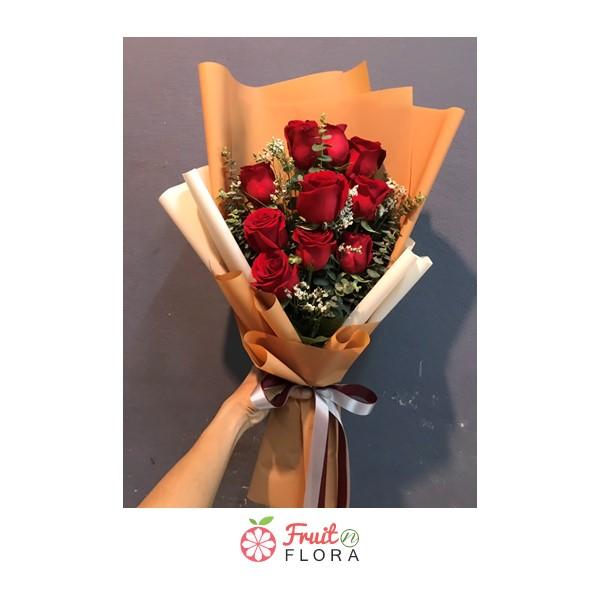 ปลื้มใจกับช่อดอกไม้ช่อนี้มาก เพราะนอกจากใช้ดอกกุหลาบแดงที่สื่อถึงความรักโรแมนติกแล้ว ยังห่อในกระดาษชั้นดี้มีคุณภาพอีกด้วย