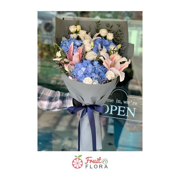 ช่อดอกไม้สวย ๆ จัดด้วยดอกไม้หลากสีนานาพันธุ์อย่างดี