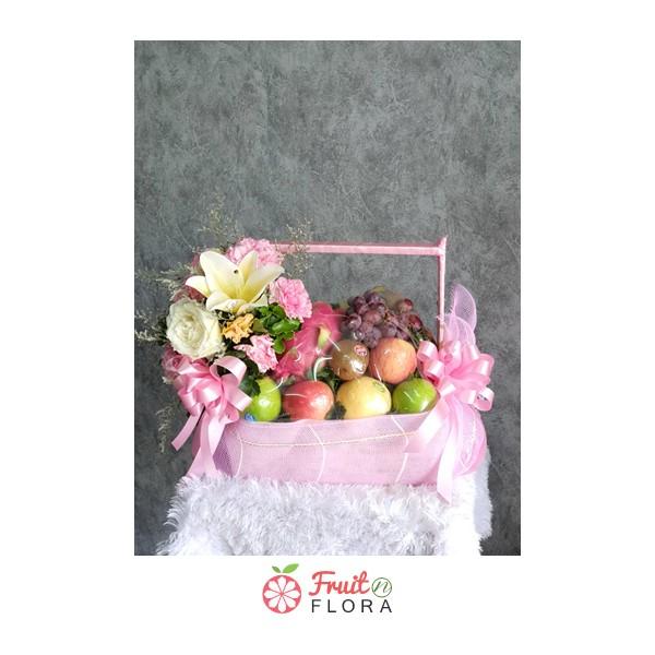 กระเช้าผลไม้สดตกแต่งด้วยดอกไม้สด ๆ ทั้งสวย ทั้งคุณภาพดี และมีประโยชน์