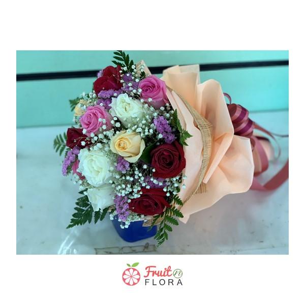 ช่อดอกหลาบคละสีสันสวยงาม ใครได้รับต้องประทับใจแน่นอนค่ะ