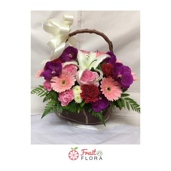 กระเช้าดอกไม้สไตล์มินิมอล ดีไซน์เก๋ ๆ จัดแต่งดอกไม้สวย ๆ คุณภาพดี ด้วยช่างมืออาชีพ