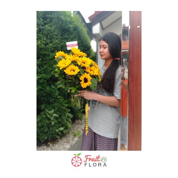 แจกันดอกทานตะวัน แจกันดอกไม้แห่งกำลังใจและการเริ่มต้นใหม่ มอบให้ได้ทุกวันค่ะ