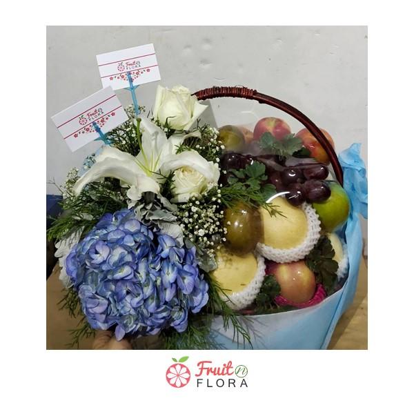 กระเช้าผลไม้ คัดสรรเฉพาะผลไม้คุณภาพดีมีประโยชน์ ประดับด้วยดอกไม้อย่างงดงาม