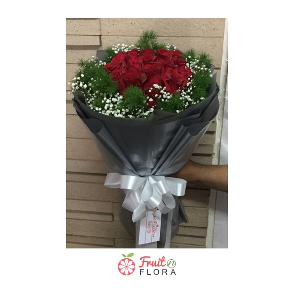 ช่อดอกกุหลาบแดงสวยๆ ดึงดูดใจคนที่เห็น ประทับใจคนที่ได้รับจริง ๆ ค่ะ