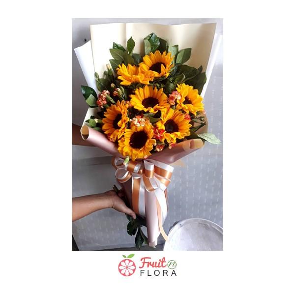 ช่อดอกทานตะวันสุดสดใส 7 ดอก สื่อถึงการให้กำลังใจและการเริ่มต้นใหม่