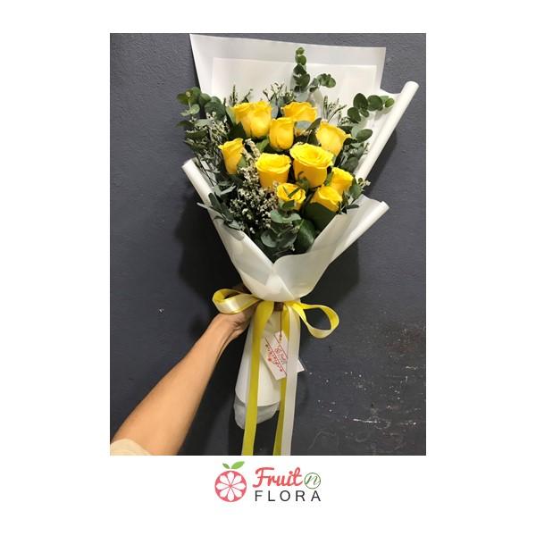ช่อดอกกุหลาบสีเหลือง ห่อด้วยกระดาษสีขาว คลาสสิกไม่เหมือนใคร