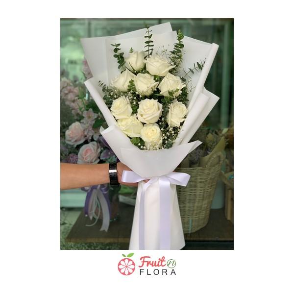 ช่อดอกกุหลาบขาวของเราสวยมากเลยค่ะ สื่อถึงความรักอันบริสุทธิ์ที่มีต่อคนพิเศษ
