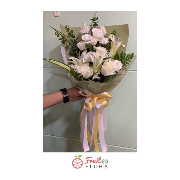 ช่อดอกกุหลาบสวย ๆ สุดคลาสสิก ห่อด้วยกระดาษห่อ 2 ชั้น ดีไซน์เรียบเก๋ แต่ดูดี